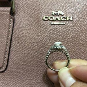Woman white gold wedding ring size 7